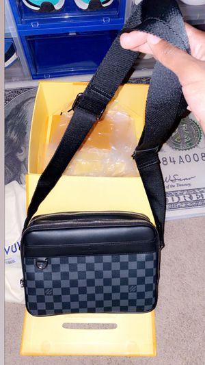 LV MESSENGER BAG for Sale in Lexington, KY