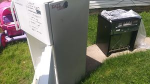 Refrigerator and gas stove 100 for Sale in Obetz, OH
