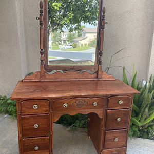 Selling a vintage 7 drawer dresser/vanity mirror , with dove tail joints and caster wheels, still in good condition considering the age and use for Sale in Silverado, CA
