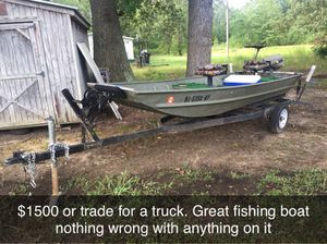 14 ft aluminum Jon boat with trolling motor and 9.9hp Johnson outboard motor. for Sale in Tupelo, MS