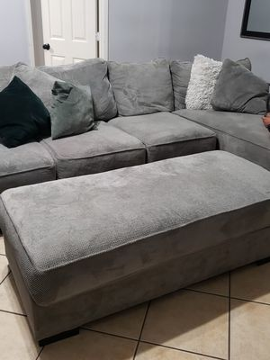 Grey EXTREMELY comfy sectional for Sale in Selma, CA