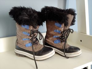 Kids child's Brown suede mountain snow all weather boots kids size 1 shoes faux fur lining for Sale in West Covina, CA