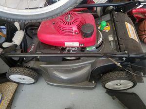 Honda hrx217 21 in lawn mower for Sale in Deltona, FL