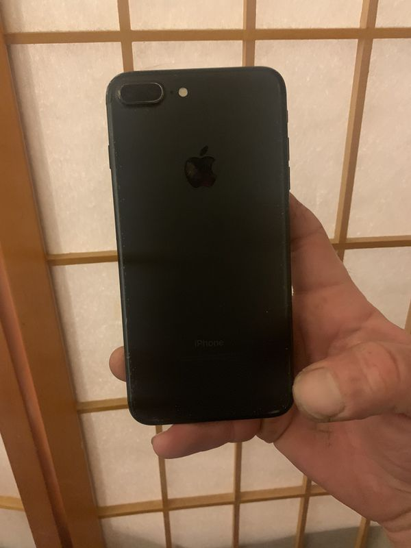 I phone 7 plus unlocked any carrier 128 g new batter and new screen dancmm