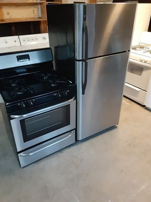 Combo refrigerator and stove for Sale in Lynwood, CA