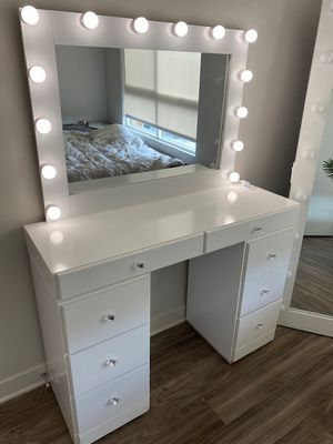8 DRAWER MAKEUP VANITY WITH MIRROR INCLUDED for Sale in Los Angeles, CA