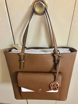 Still available authentic Michael kors leather handbag new from Macy's tags on pick up in Gaithersburg md20877 for Sale in Gaithersburg, MD