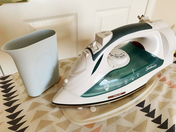Sunbeam Steam Master Iron + Ironboard