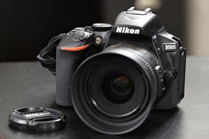 Nikon D5600 with 35mm 1.8 lens for Sale in Las Vegas, NV