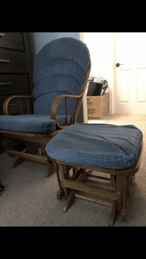 Need gone rocking chair 35obo, car seat with base 20$, ergo 50$ for Sale in Kennewick, WA
