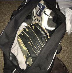 Baseball Bag Bundle Comes With Cleats,Bat,batting Gloves,Mit, Pants And Bat Bag for Sale in Fresno,  CA