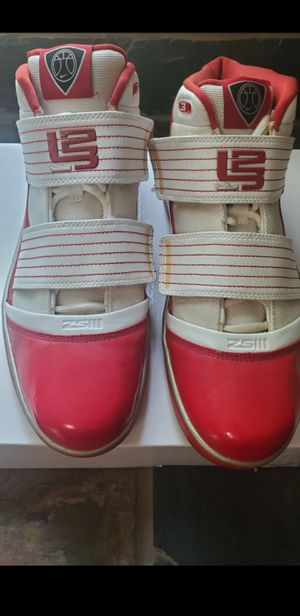 pre owned 2009 vintage nike lebron james zoom soldier 3 sneakers size 12 in great condition they could use a clean from being stored for Sale in Homestead, FL
