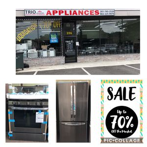LG. Sets Refrigerator and stove Black stainless 30 inches from. for Sale in Passaic, NJ