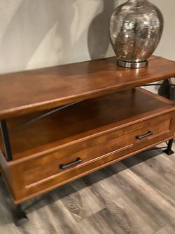 """TV stand 43"""" x 17"""" x 23""""H for Sale in Vancouver,  WA"""