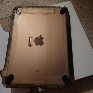 Ipad pro 9.7 inch for Sale in Madison Heights, MI