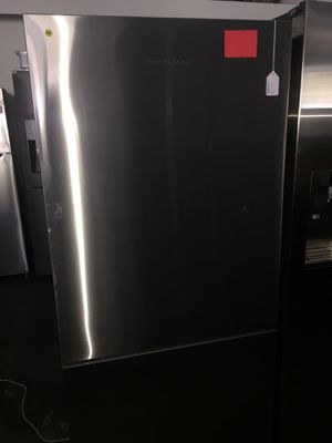 "Fisher and Paykel 31"" wide counter depth bottom freezer fridge for Sale in San Luis Obispo, CA"