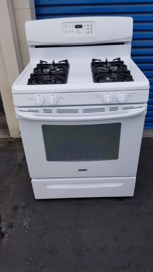 "White 30"" range stove for Sale in West Covina, CA"