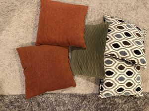 5 pillows for Sale in Spring Hill, TN