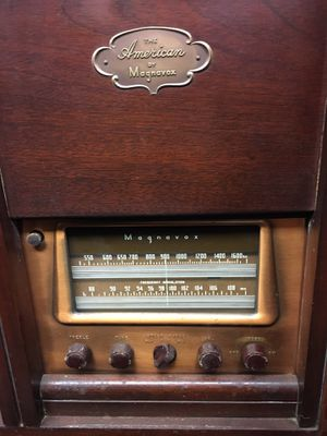 Antique American by Magnavox Record Player and Stereo System (DELIVERY AVAILABLE) for Sale in Fairfax, VA