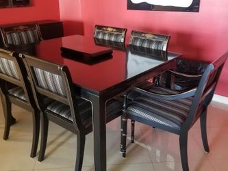 Modern Dining Room Table L@@K Contemporary Still Traditional for Sale in Miami,  FL