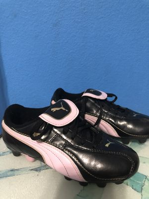 Puma girls soccer cleats size 2.5 kids for Sale in Palm Harbor, FL