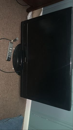 Toshiba tv 42' W/Remote for Sale in Independence, OH