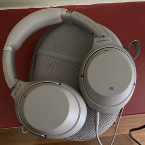 Sony WH-1000XM3 Noise Cancelling Headphones for Sale in Revere, MA