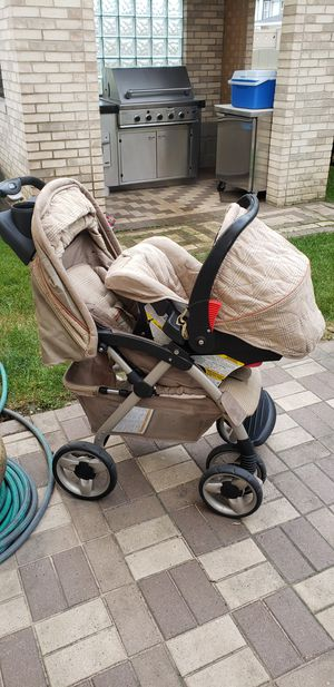 Eddie Bauer stroller with carrier and car seat. for Sale in Chicago, IL