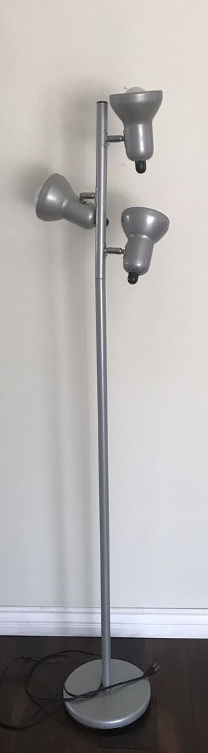 SILVER FLOOR LAMP with 3 adjustable lights for Sale in Huntington Beach, CA