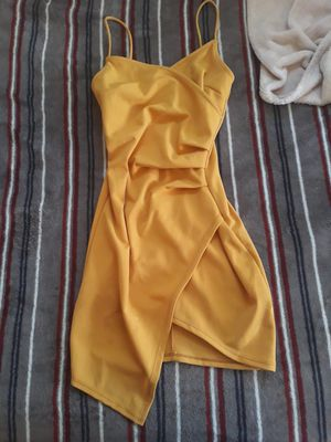 Small yellow dress for Sale in Woodbridge, CA