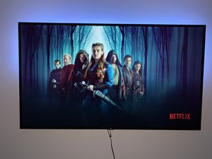 """65"""" Roku Smart TV (Legs and wall mount included) for Sale in Miami, FL"""