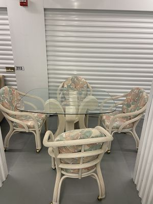 Table + 4 Chairs/ Delivery Negotiable for Sale in Pompano Beach, FL