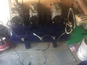 Air compressor. 3 motor / quiet/ oiless for Sale in Puyallup, WA