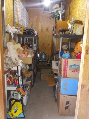 STORAGE UNIT AUCTION COLLECTIBLES COCA-COLA OLD TOYS COMICS MORE for Sale in Las Vegas, NV