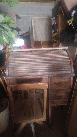 Children's antique roller desk and adjustable chair for Sale in Albuquerque, NM