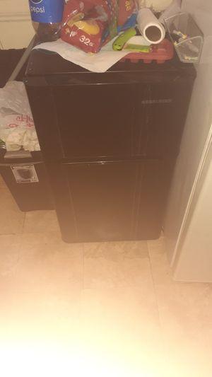 Mini fridge for Sale in Garfield Heights, OH