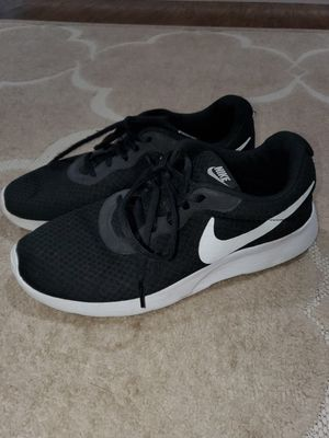 Nike Black tennis shoes for Sale in Mesquite, TX