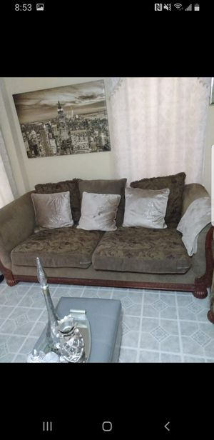 Couch living room for Sale in Bethlehem, PA