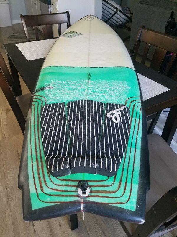 Surfboard fish board