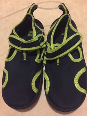 Water shoes size 9 toddler for Sale in Bell, CA