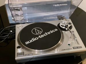 Lightly used Audio-Technica Direct-Drive Turntable AT-LP120-USB for Sale in Rio Grande, NJ