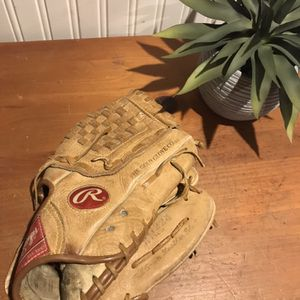 Rawlings Glove for Sale in Coram, NY