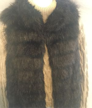 MICHAEL KORS size (M) Faux Fur Vest for Sale in Bakersfield, CA