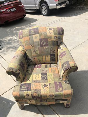 Cozy Reading chair for Sale in Etiwanda, CA