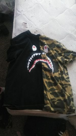 Bape t-shirt worn slightly xl for Sale in Fresno, CA