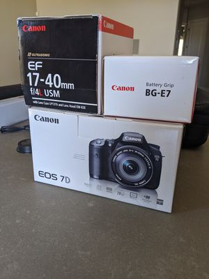 Canon 7d with a bunch of Accessories (Bundle) for Sale in Phoenix, AZ