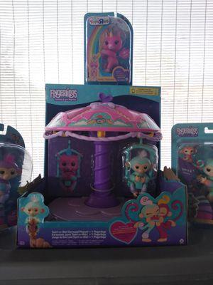 🎄 NEW Fingerlings Carousel & 3 Toysrus Fingerlings for Sale in Tampa, FL