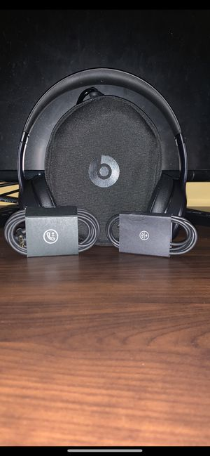 Beats solo 3 wireless edition for Sale in Charlotte, NC