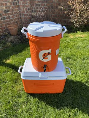 Beverage Gatorade cooler 5 gallon . Cooler Rubbermaid for Sale in Canby, OR