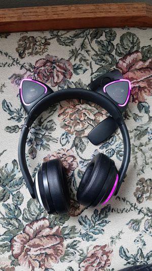 Brookstone Wireless Headphones W/ Removable ears for Sale in Kennewick, WA